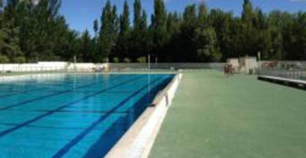 Fallece ahogado en una piscina un ni o que celebraba el for Piscinas municipales palencia