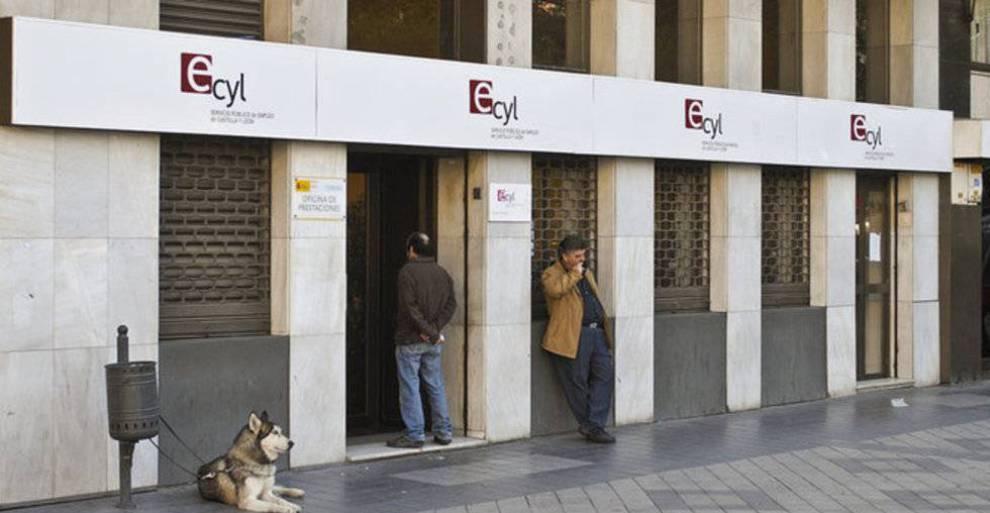 Los funcionarios de las oficinas de empleo sufrieron 326 for Oficina de empleo segovia