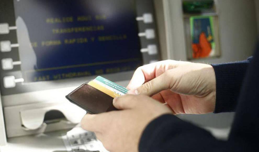 El gobierno impide la doble comisi n por sacar dinero en for Cajeros banco santander para ingresar dinero