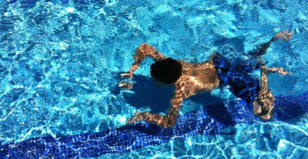 Mucho ojo con las lentillas en la piscina for Piscina sindical zamora